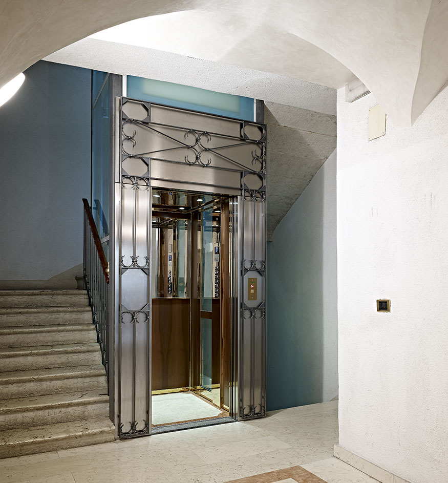 Ascensore mrl con struttura interna in casa storica domolift for Piani di cabina 32x32